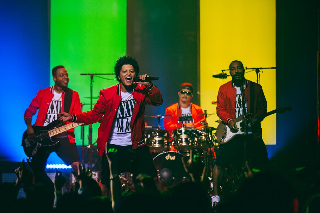 Bruno-Mars-Live-at-the-Apollo