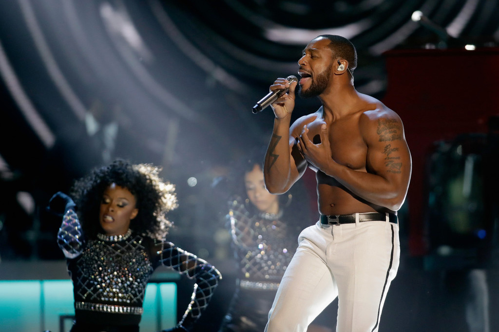 Tank Heats Up The 2017 Soul Train Awards With Shirtless